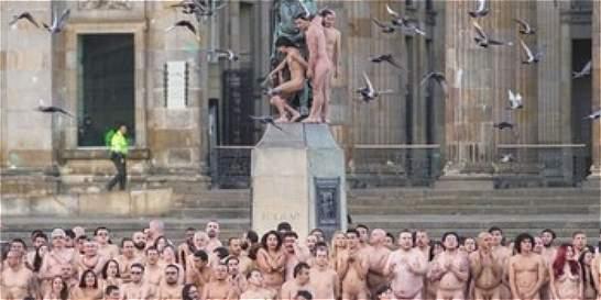 Video sobre el desnudo masivo de Spencer Tunick en Bogotá