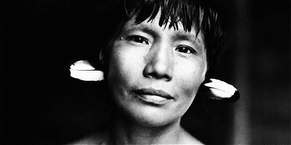 Las cinco imágenes publicadas aquí pertenecen a la serie 'Yanomami', de 1990.