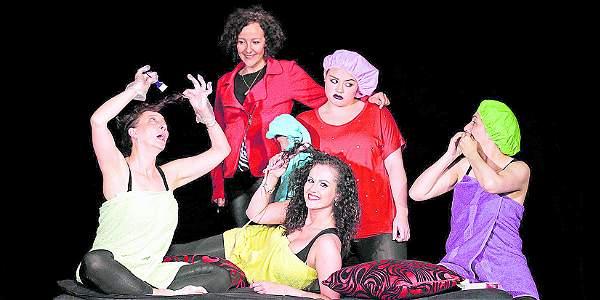 Atrás: la directora Marcela Salive Puyana y la actriz Angélica Soto. Adelante: las actrices Catalina Botero, Claudia Liliana González y Martha Leal.