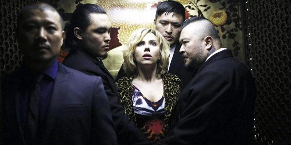Scarlett Johansson se sigue arriesgando en sitios como la ciencia ficción, donde, a pesar de que pueda sentirse fuera de su planeta, logra echar raíces y levantar nuevos mundos.