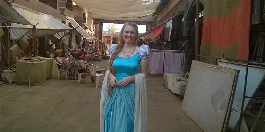 Cómo llegó a ser actriz en Bollywood una periodista letona