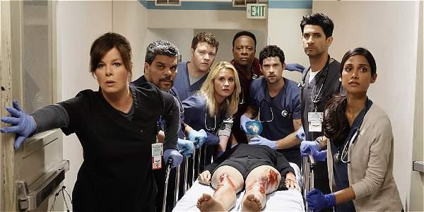 Sala De Urgencias Serie De Tv ~  que tiene que lidiar con mucha tensión en una sala de urgencias