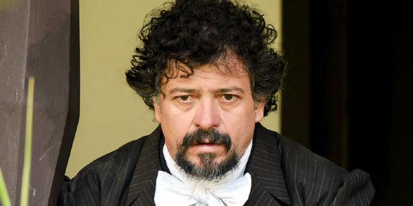 Pedro Roda es hijo del artista Juan Antonio Roda y de la escritora María Fornaguera. Lleva 30 años en la televisión.