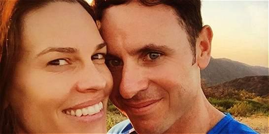 La actriz Hilary Swank se comprometió con un colombiano