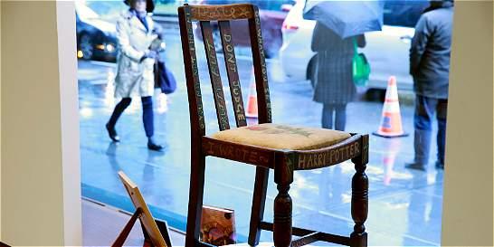 Subastan por US$ 394.000 silla en la que se escribió 'Harry Potter'