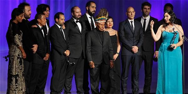 El equipo de la película colombiana 'El Abrazo de la Serpiente' recibió el premio a la mejor película en la ceremonia de los Premios Platino.