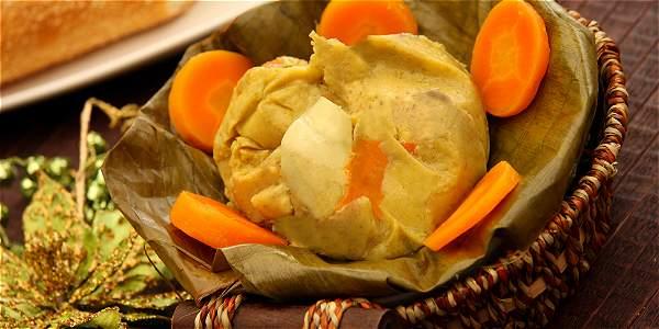 El tamal, uno de los platos típicos de Colombia.