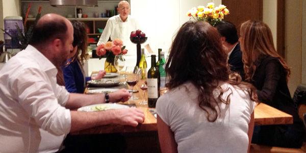 Cuatro chefs que cocinan para usted en su casa