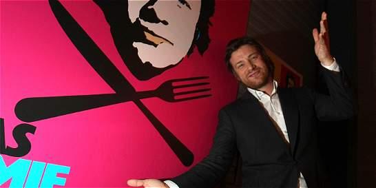 Chef Jamie Oliver enfada a los españoles al variar la paella