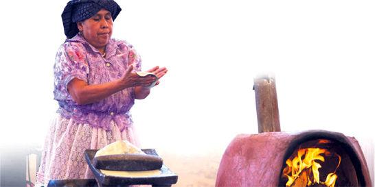 Dos chefs, unidos para aprender de la milenaria gastronomía indígena