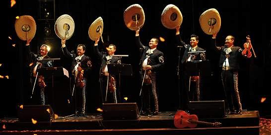 Un mariachi con pasión y corazón se presenta en Bogotá