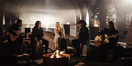 Maná estrena dueto con Shakira con mensaje de 'paz y amor'