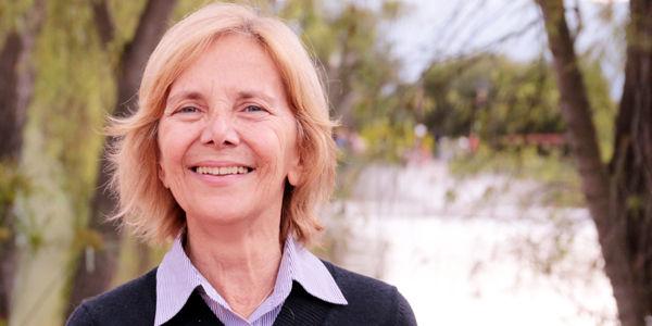 El reto de la educación es contrarrestar los efectos nocivos de las redes sociales en el idioma y la ortografía, dice Ángela Di Tullio.