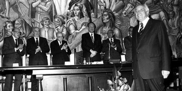 Otto Morales recibe el aplauso de los grandes académicos del país.