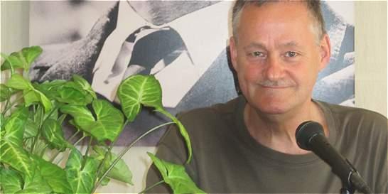 'El poeta debe estar  en contacto con la gente': Niels Hav
