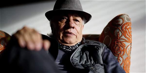Pardo soñaba ser cantante de baladas, pero a los 16 años la vida lo encarriló como profesor de literatura, en el colegio del barrio de las prostitutas.