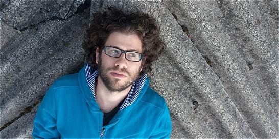 Nicolás Ospina desata sus dotes de cantautor