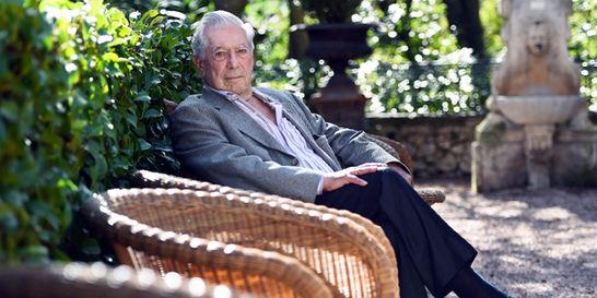Mario Vargas Llosa regresa a Lima con 'Cinco esquinas'