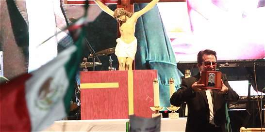 Fanáticos se despiden de Juan Gabriel en Juárez jurándole amor eterno