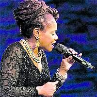 La jazzista Catherine Russell recuerda a su abuela colombiana