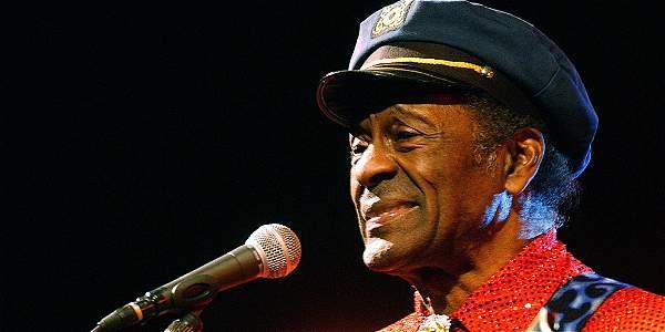 Chuck Berry, en 2005, actuando en la ciudad de Orleans, en Francia.