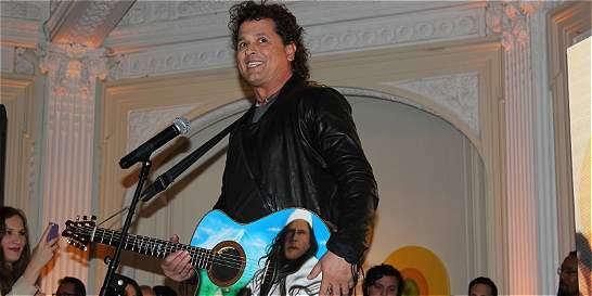 Carlos Vives donó su guitarra a colección latina del Smithsonian
