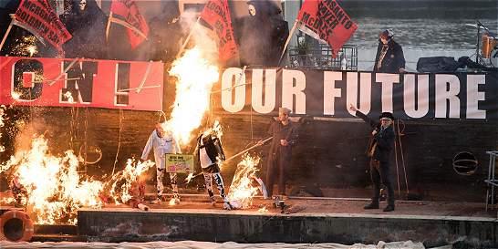 Queman objetos del punk en protesta por la masificación del movimiento
