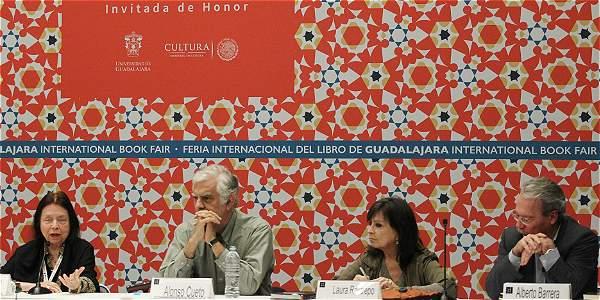 La escritora colombiana Laura Restrepo hizo parte del panel de invitados de la conferencia '¿Qué rayos es América Latina?', región invitada de honor este año en la Feria del Libro de Guadalajara.
