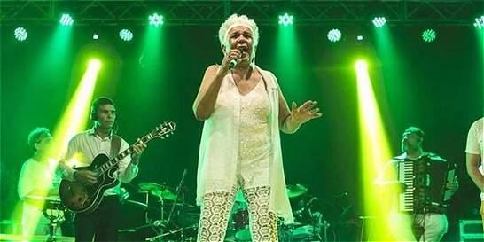 Vocalista Loalwa Braz, ícono de la lambada, aparece muerta en su carro