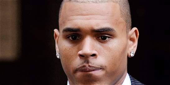 Justicia de EE. UU. le prohíbe a Chris Brown acercarse a su exnovia