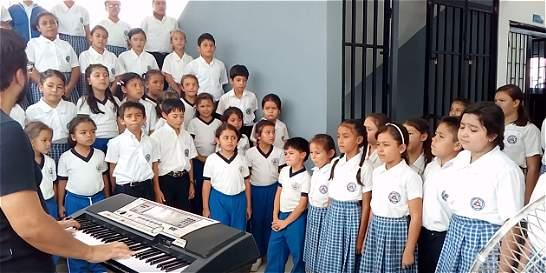 Un coro infantil homenajea a Elkin Ramírez, ídolo del rock colombiano
