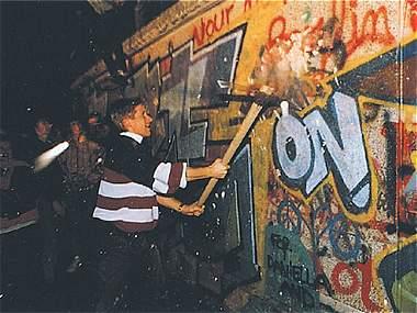 Los 25 años de la caída del muro en imágenes