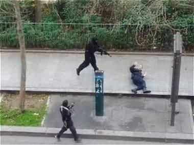 Imágenes del ataque a semanario francés que publicaba caricaturas relacionadas con el islam