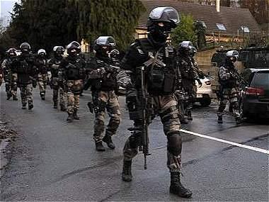 Toda Francia, a la caza de los asesinos