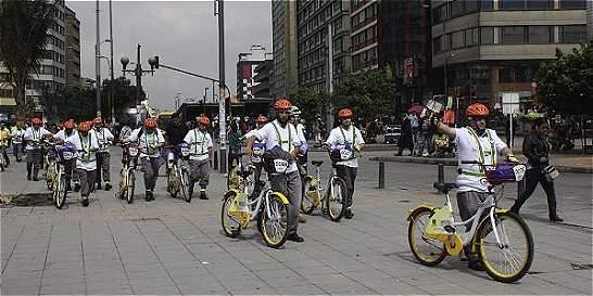 Conductores de bus cambiaron de papel con los ciclistas en Bogotá
