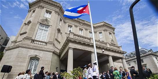 La bandera cubana ya ondea en su nueva embajada en Washington