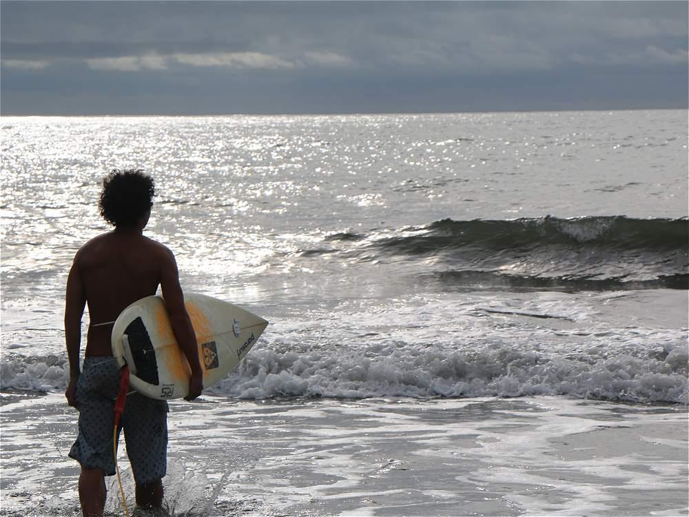 El Pacífico, en las playas de Guachalito en Nuquí, es un destino frecuentado por los amantes del surf.