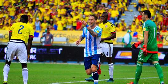 Una Colombia imprecisa perdió 0-1 contra Argentina