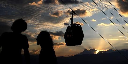 Por al aire volvió la vida a las laderas