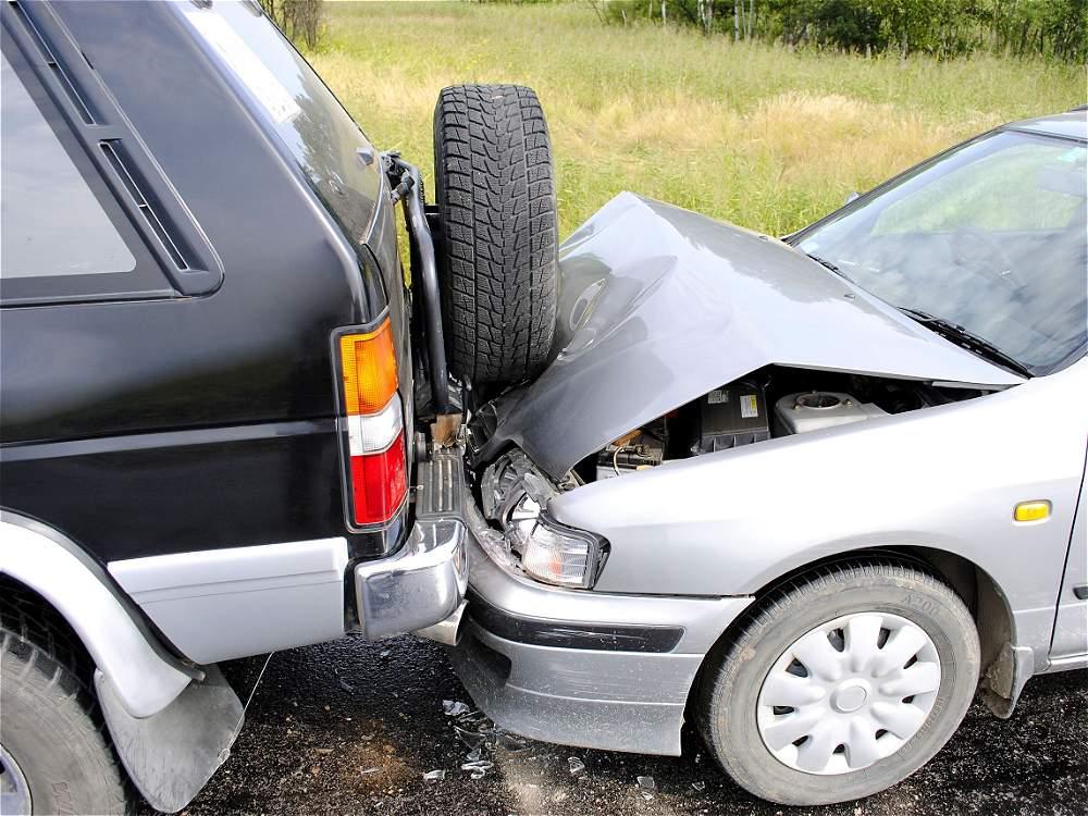 No mantener la distancia: depende de la velocidad máxima permitida. Por ejemplo, en zonas de máximo 30 km por hora debe haber 10 metros entre vehículos. Los accidentes por esta causa fueron 124.159.
