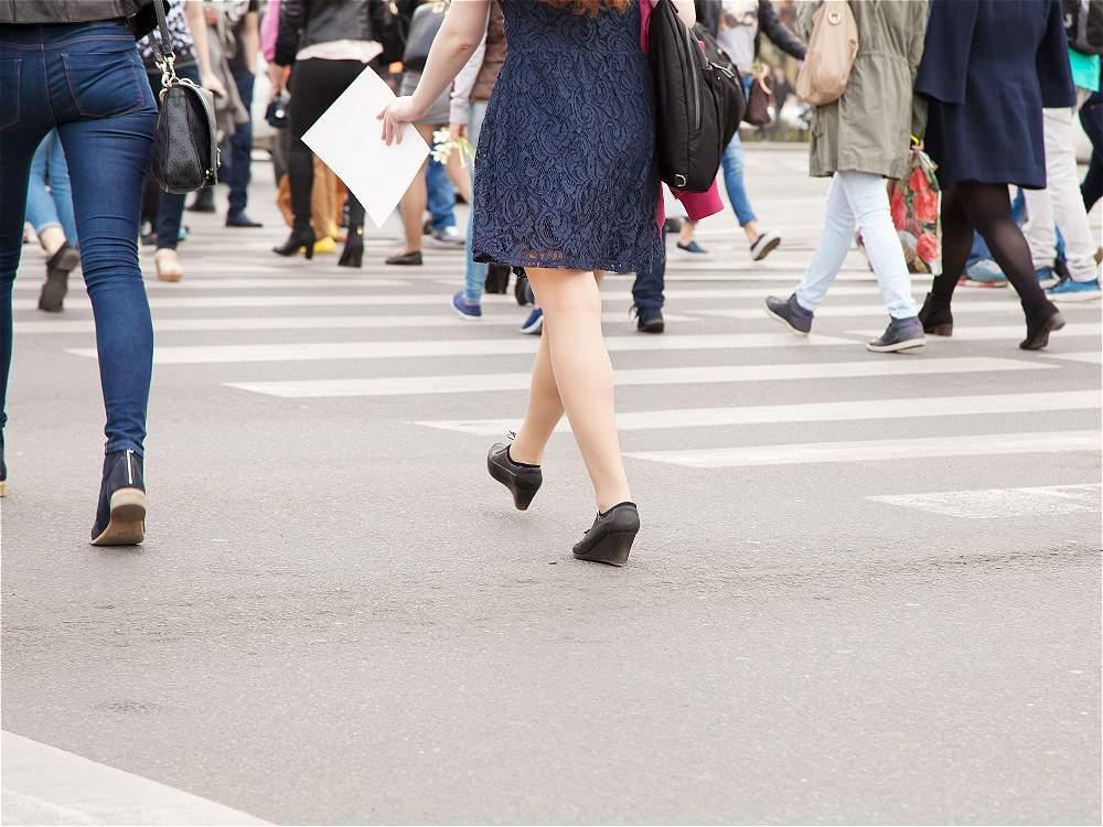 No mirar antes de cruzar la vía: cruzar sin observar a ambos lados es la única causa del listado en la que los responsables son peatones. Ocasionó 25.051 accidentes.