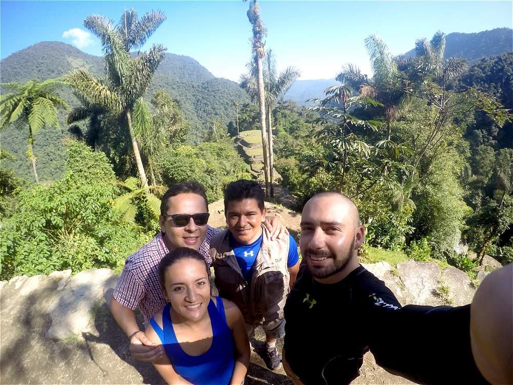 El equipo de reporteros de VIAJAR en Ciudad Perdida: Ana María García, enseguida José Alberto Mojica, el guía Wilson Álvarez y Sebastián Velásquez.