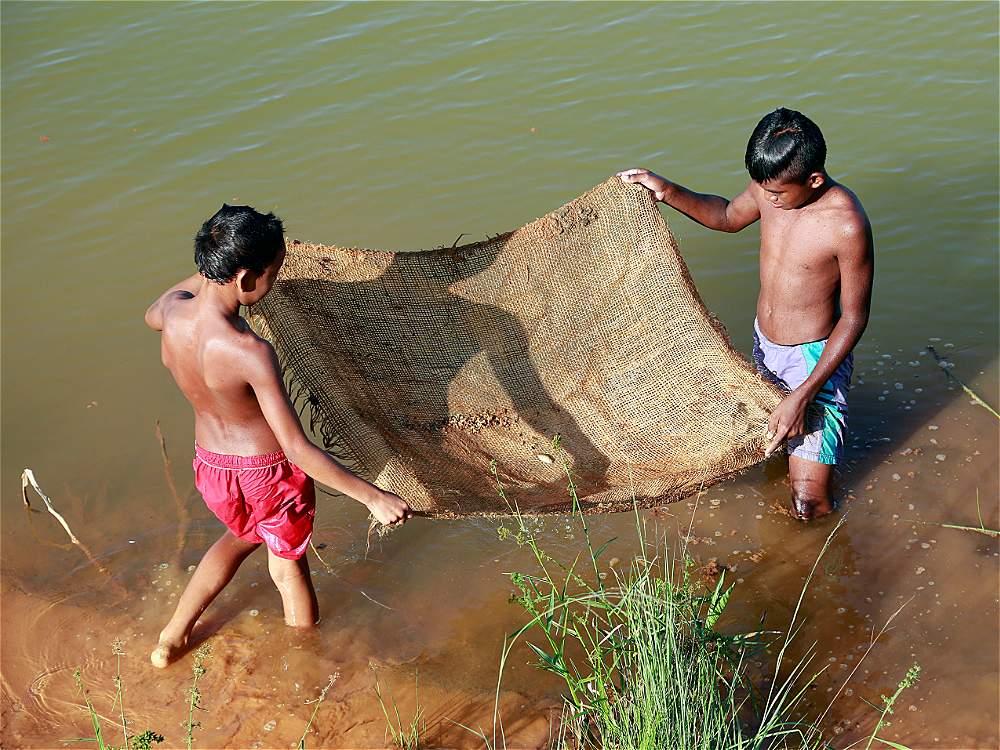 Las millonarias ganancias del oro no se reflejan en una mejor vida para los miles de colombianos que se dedican a la minería. La miseria es del 30 por ciento en los municipios donde están las minas.