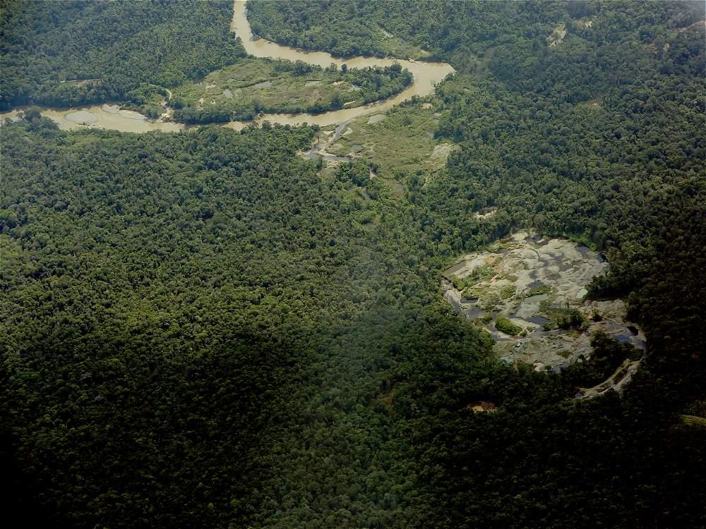 Reportes de inteligencia indican que en la actualidad 40.780 hectáreas están destinadas a la extracción ilegal de oro en Chocó, uno de los departamentos con ecosistemas más fragiles del mundo.