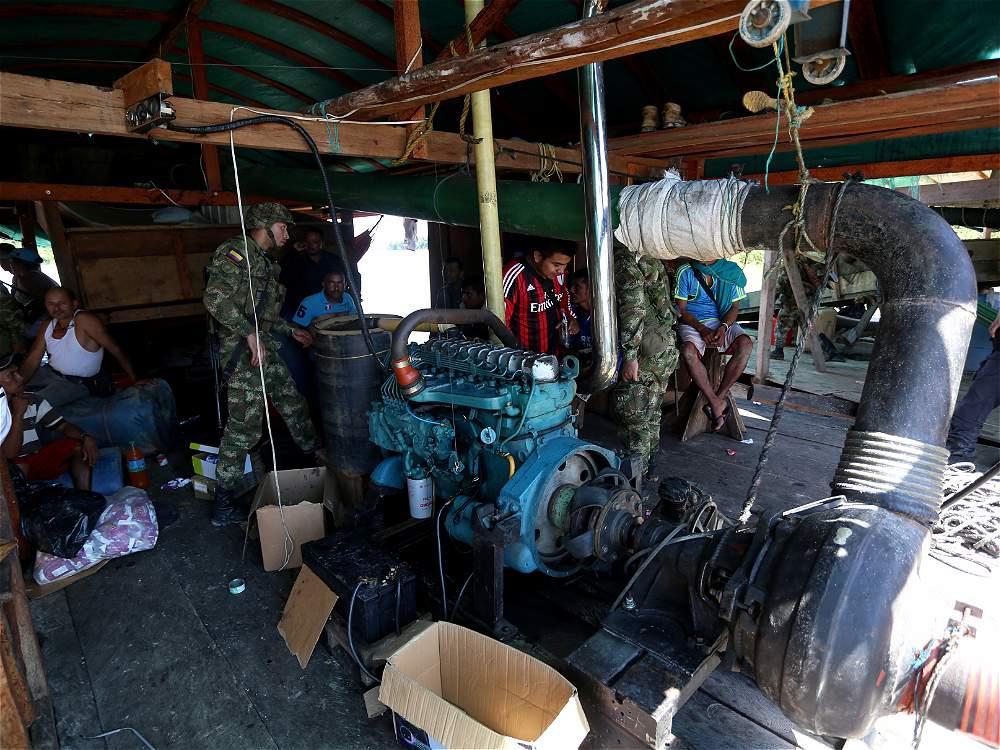 La Fuerza Pública desmanteló 12 dragas instaladas en el río Inírida (Guainía) a comienzos de diciembre. Capturaron a 24 personas que aceptaron cargos por delitos ambientales.