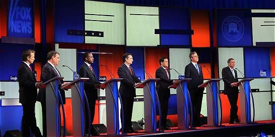 Republicanos debaten sin Trump, quien no pierde el centro de atención