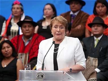 Bachelet le apuntaría  a cambiar el rumbo