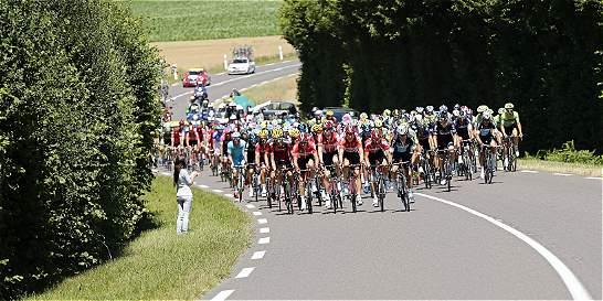 Los vientos amenazan con 'cortar' al pelotón del Giro