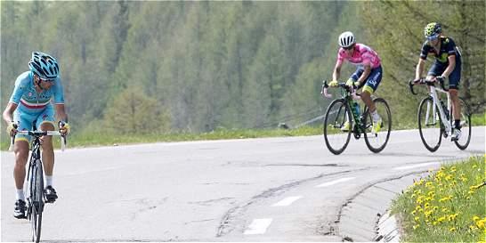 Esteban Chaves lo dio todo, pero perdió el liderato del Giro de Italia