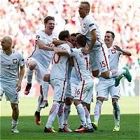 Polonia derrotó en penales a Suiza y clasificó a cuartos de la Euro